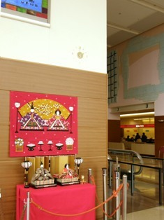 581-4 ひな人形と時計.JPG